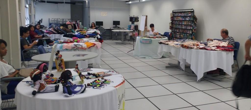"""Feira de artesanato com os grupos da economia solidária """"Arte Mostra"""""""